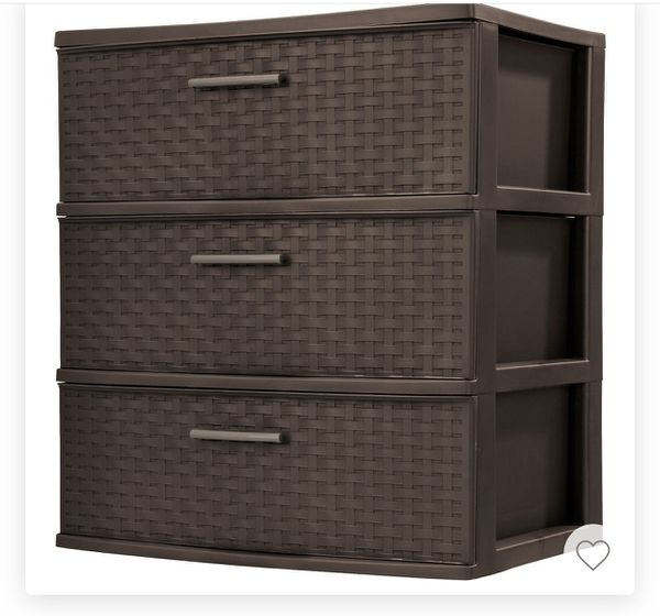 2 plastic drawers