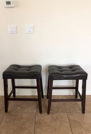 MOVING: 4 barstools black top brown legs for Sale in Folsom, CA