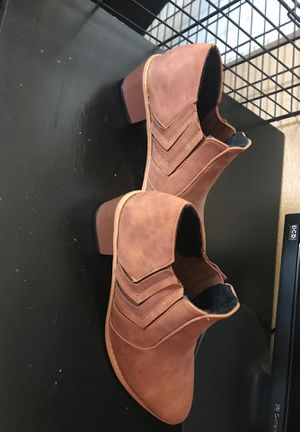 Brand new/Never worn Brown boots sz 9- 91/2 for Sale in Bakersfield, CA