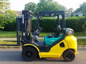 Komatsu FG25 Forklift for Sale in Massapequa, NY