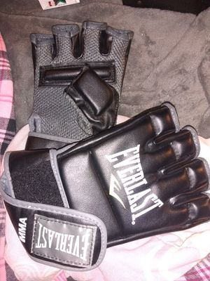 Mma Everlast kick boxing gloves for Sale in Clyde, TX