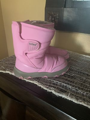 Little girls snow boots size 1 for Sale in Corona, CA