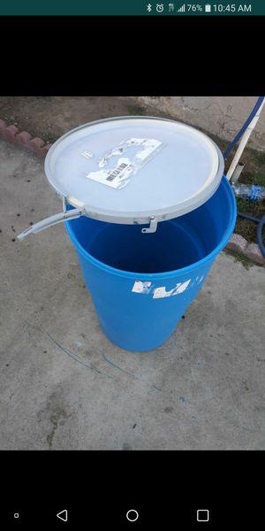 25 Gallon plastic drum with lid in semi-new condition $$25 Obo for Sale in Pomona, CA