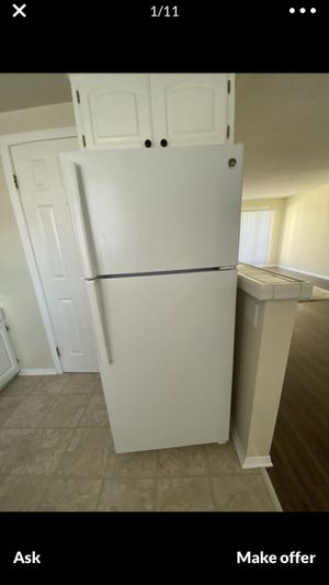 $250 Flawless 2018 white GE 16cu fridge refrigerator w/free delivery in the San Fernando Valley and a written guaranty for Sale in Los Angeles, CA