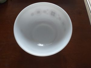 Vintage Pyrex White & Brown 2 1/2 Qt. Bowl for Sale in Woonsocket, RI