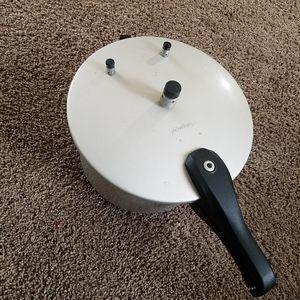 Premium 9L pressure cooker for Sale in Stone Mountain, GA
