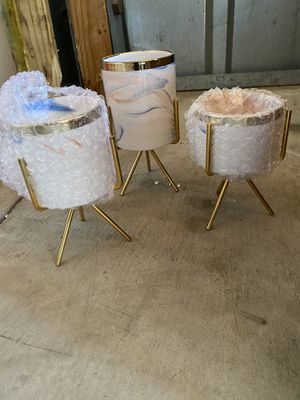 Pots for plants with drainage hole and stand 3 pack for Sale in Los Angeles, CA