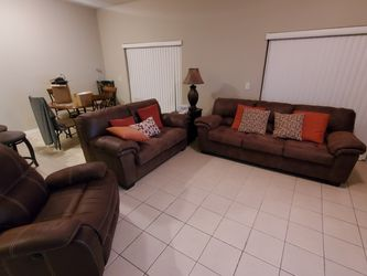 Living Room Set. Couch, Loveseat, Recliner. Excellent Condition for Sale in Tampa,  FL