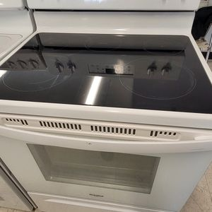Whirlpool Electric Stove Used In Good Condition With 90day's Warranty for Sale in Mount Rainier, MD