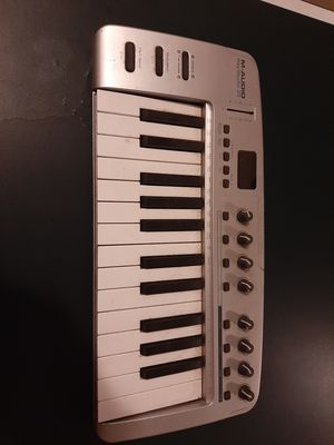 maudio keystudio 25 keyboard and cable for Sale in Portland, OR