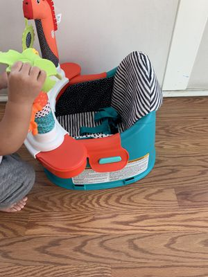 Infantino Grow-With-Me Discover Seat and Booster for Sale in West Covina, CA