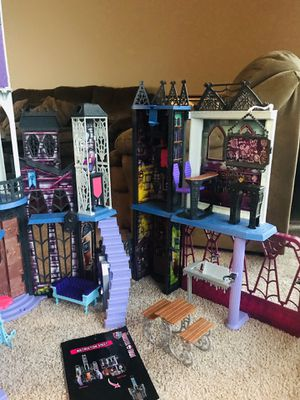 Monster High doll castle for Sale in Falls Church, VA