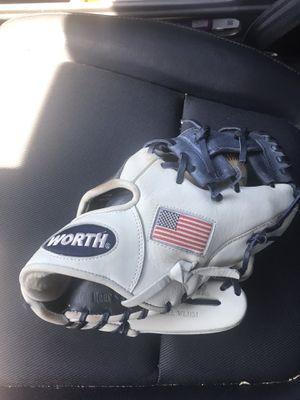 """Worth baseball glove 11.5"""" American flag for Sale in Dracut, MA"""