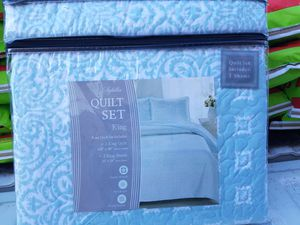 NEW IN PACKAGE King size quilt includes pillow shams $40.00 for Sale in Adkins, TX