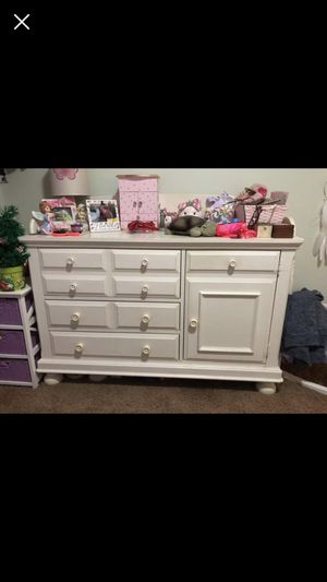 Bellini dresser/ changing table for Sale in Phoenix, AZ