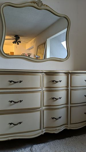 Dresser and Mirror ( 35/62/24) for Sale in Kent, WA