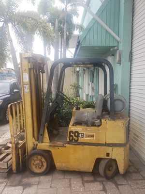 Caterpillar 3000lb forklift for Sale in Alexandria, VA