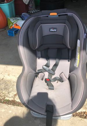 Chicco car Seat 25 bucks. Firm for Sale in Oneida, WI
