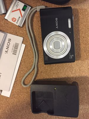 Digital Camera SONY CYBERSHOT DSC-W800 LIKE NEW for Sale in Philadelphia, PA