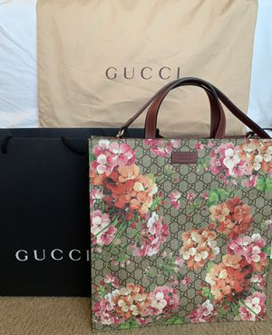 Gucci GG Supreme Souple Blooms Tote Bag with removable Strap for Sale in Maple Valley, WA