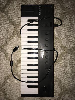 Komplete Kontrol M32 Controller Keyboard for Sale in Madera, CA
