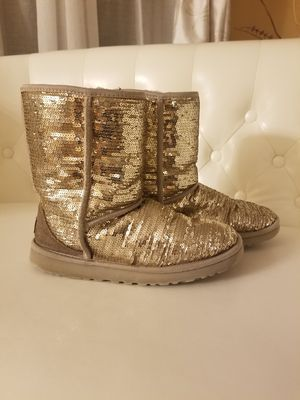Gold UGG Boots. size 9, great condition for Sale in Demorest, GA
