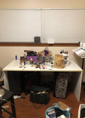 Large white desk for Sale in Auburn, WA