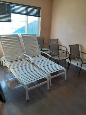 2 outdoor lounge chairs and 4 outdoor chairs for Sale in Fairfield, CA