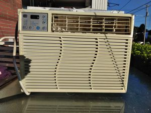 GE Window AC- clean & works. Got a bigger BTU, no longer need this one for Sale in Hanover, PA