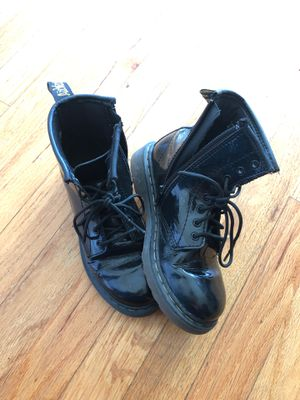 Dr. Martens boots sz 1 for Sale in Bakersfield, CA