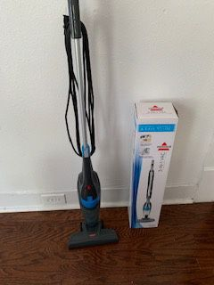 $15 OBO Good condition vacuum with box. Works great! for Sale in Grape Creek, TX