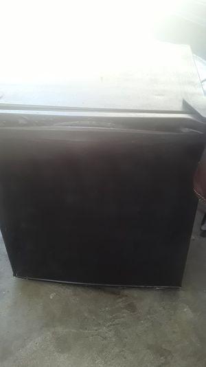 Mini fridge and freezer 5 cubic feet for Sale in Cypress, CA