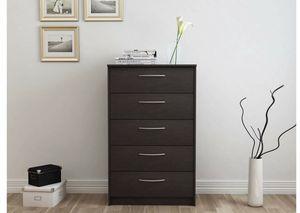 5 drawer dresser for Sale in Dallas, TX