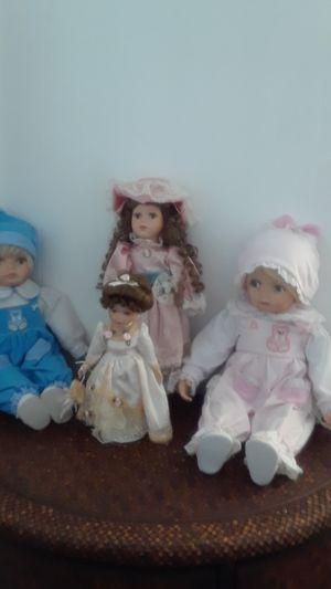Beautifull antiques dolls. for Sale in Miami, FL