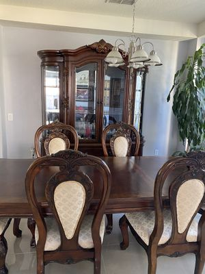 Dinning set and china cabinet for Sale in St. Cloud, FL