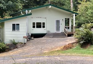 Cabin at Lake Merwin Campers Hideaway for Sale in Amboy, WA
