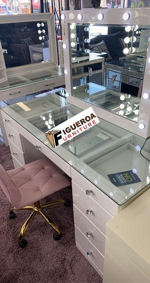 vanity desk set for Sale in Downey, CA