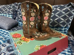 Macie bean girl boots size 2 for Sale in Palmview, TX