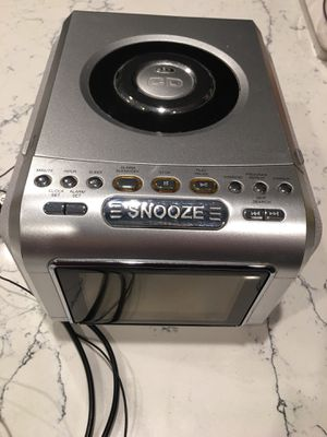 SNOOZE CD clock WORKS for Sale in Tulalip, WA
