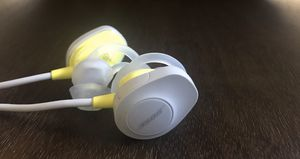 Bose Soundsport Wireless Headphones In Citron - Make Offer!!! for Sale in Paradise Valley, AZ
