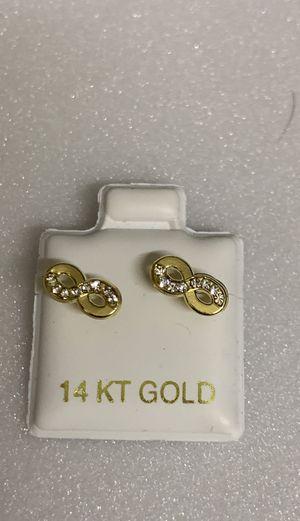 Aretes de infinito oro 14k for Sale in Bell, CA