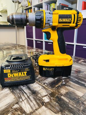 DeWALT 18v hammer drill with battery and charger for Sale in Redmond, WA