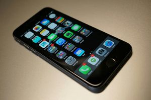 Cricket or At&t iphone 6 Clean esn for Sale in Phoenix, AZ
