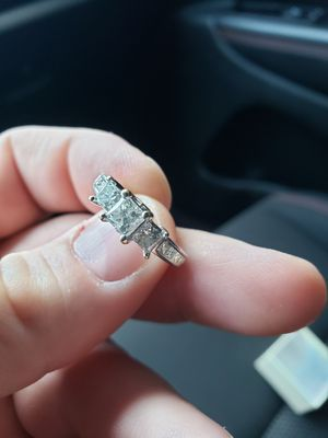 3 Stone Diamond Engagement Ring, Size 7, 14karat White Gold, Warranty, 1.5 TDW for Sale in San Diego, CA