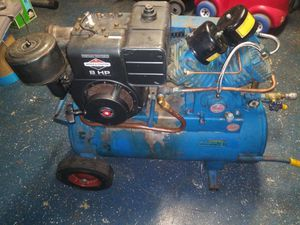 EMGLO GAS PORTABLE AIR COMPRESSOR 8HS POWER for Sale in San Antonio, TX