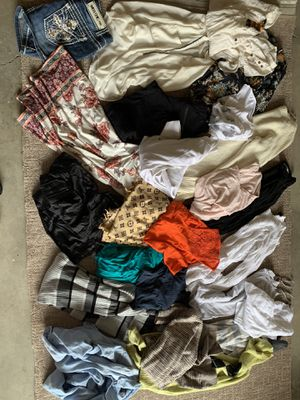 Women's clothing size small medium everything for 10$ for Sale in Kent, WA