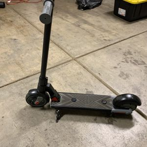Gotrax Xoom Electric scooter Kids Like New Black for Sale in Ontario, CA