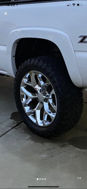 """22"""" snowflake wheels on new 35x12.5r22 mt's for Sale in High Point, NC"""