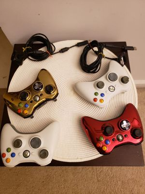 XBOX 360 WIRELESS CONTROLLER WITH 2 CHARGERS for Sale in Indianapolis, IN