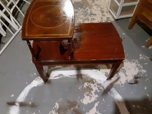Wooden side table for Sale in Cuba, MO